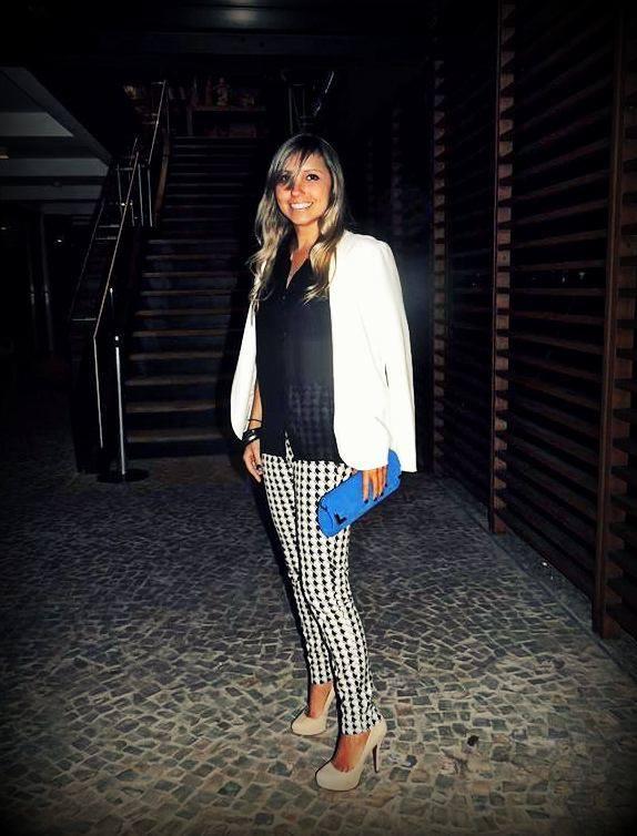 Look da noite: Blazer Urban Outfitters; blusa e calça Zara, sapato Schutz e carteira Nell Fernandes